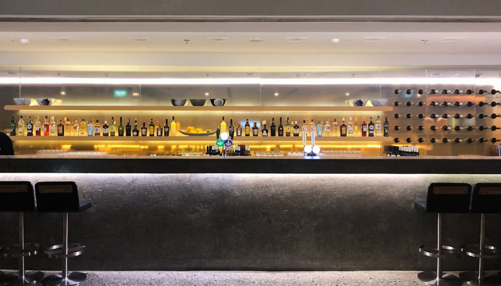 Qantas Singapore Lounge bar
