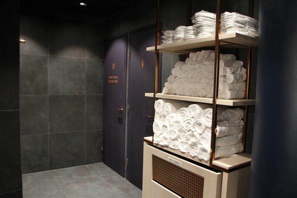 Finnair Platinum Wing Helsinki sauna towels