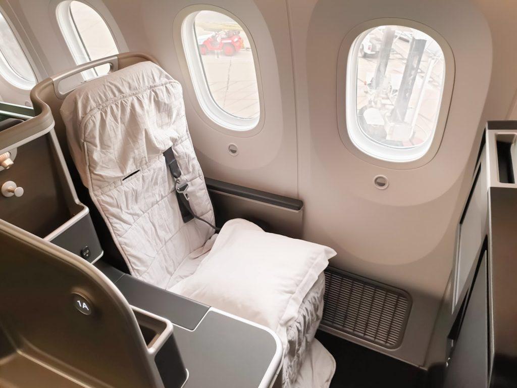 QF9 Qantas 787 Business Class full bedding