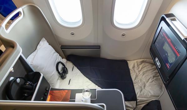QF9 Qantas 787 Business Class lie-flat