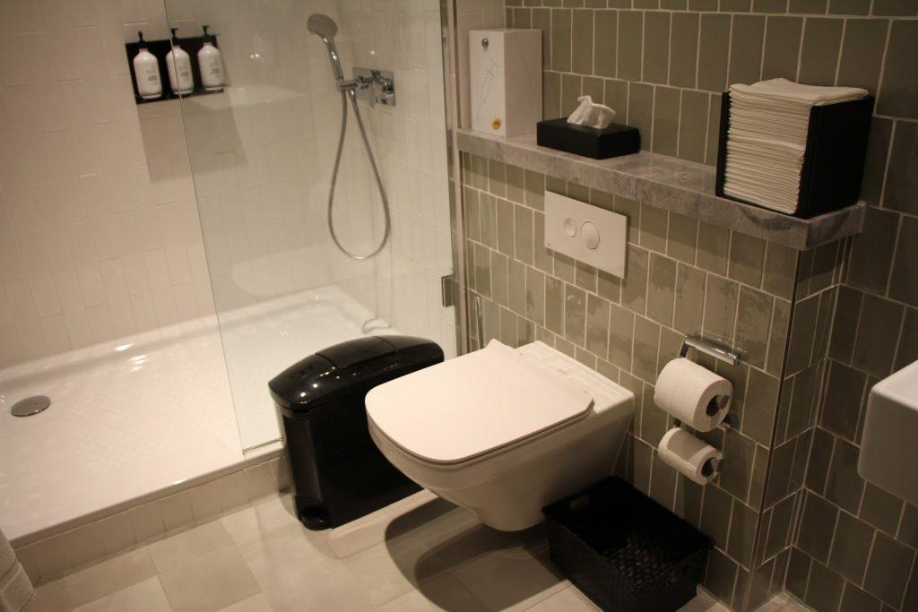 Qantas International London Lounge toilet