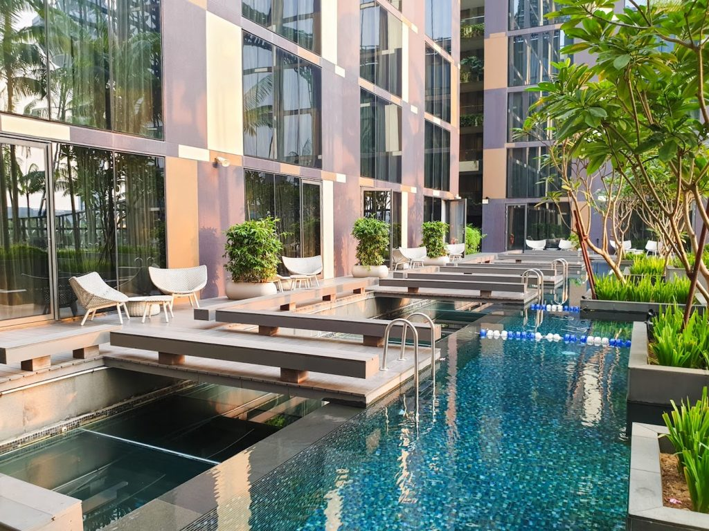 Crowne Plaza Changi Airport rooms with pool access