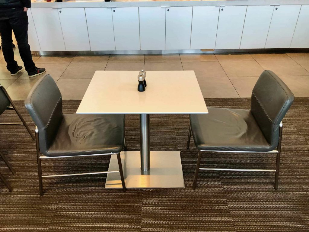 American Airlines Flagship Lounge Los Angeles seating
