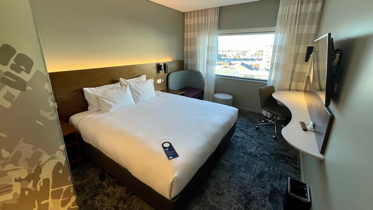 Holiday Inn Express Newcastle bed