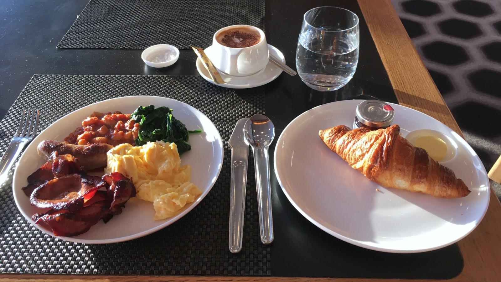 Qantas Sydney First Lounge Breakfast