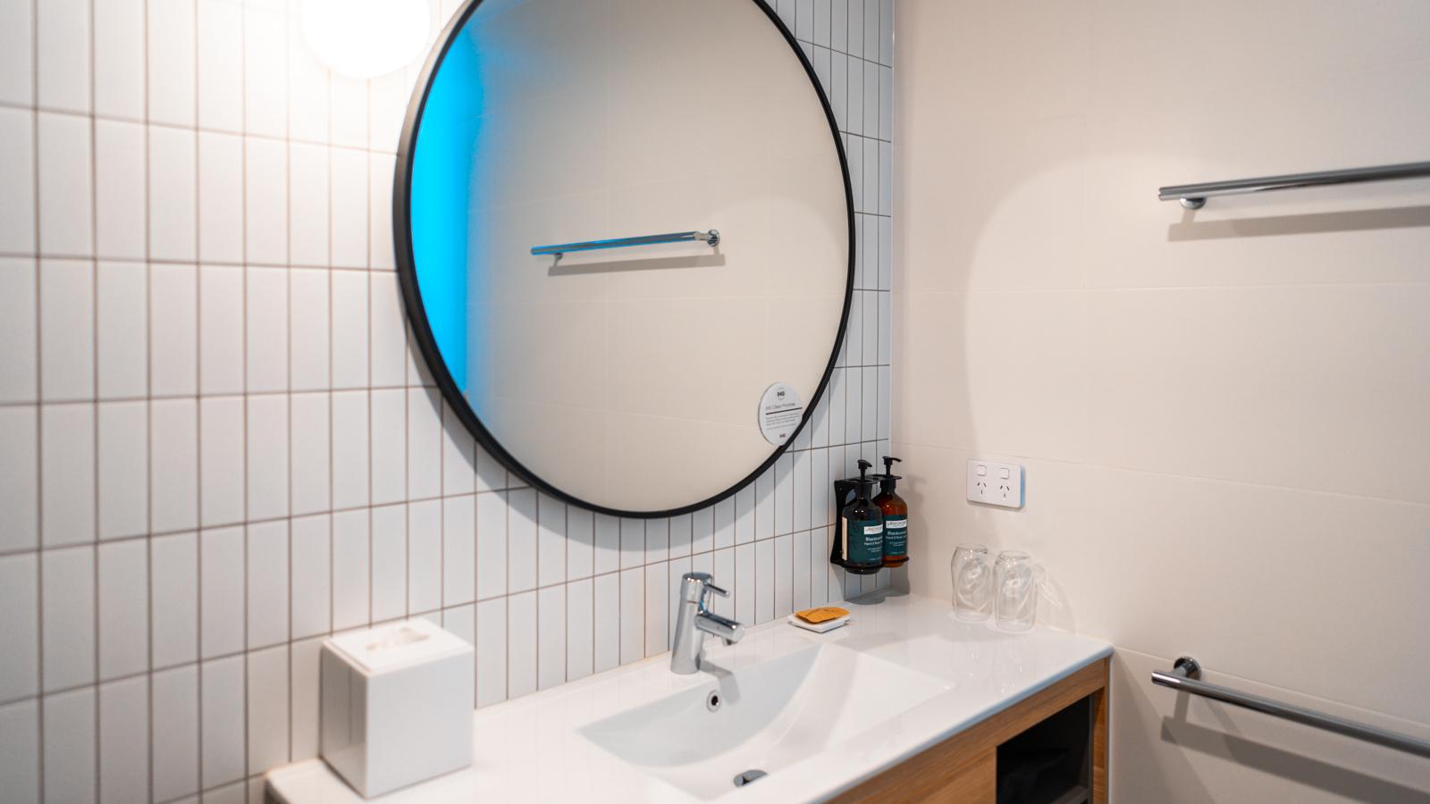 Crowne Plaza Adelaide bathroom