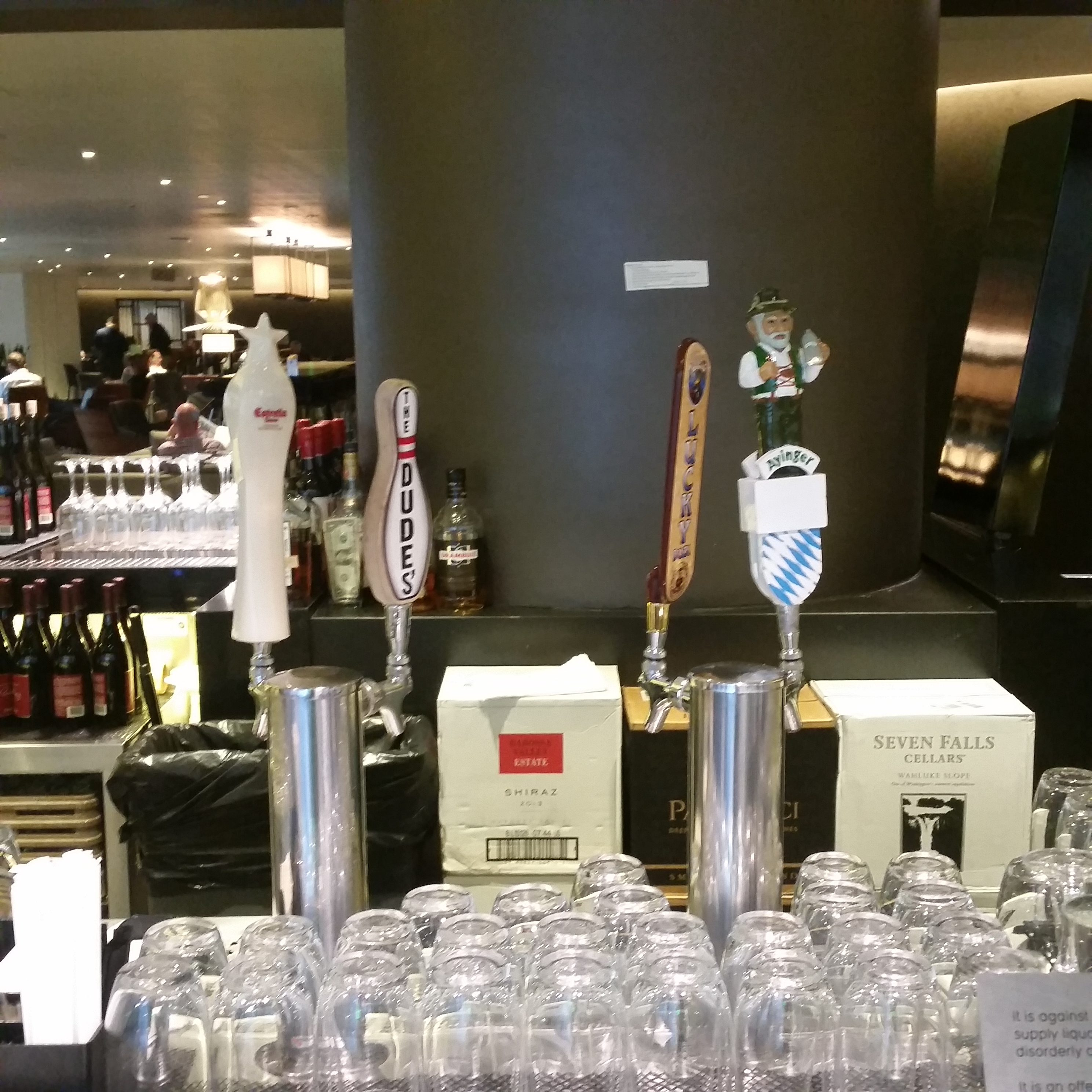 Qantas LAX lounge review beers on tap