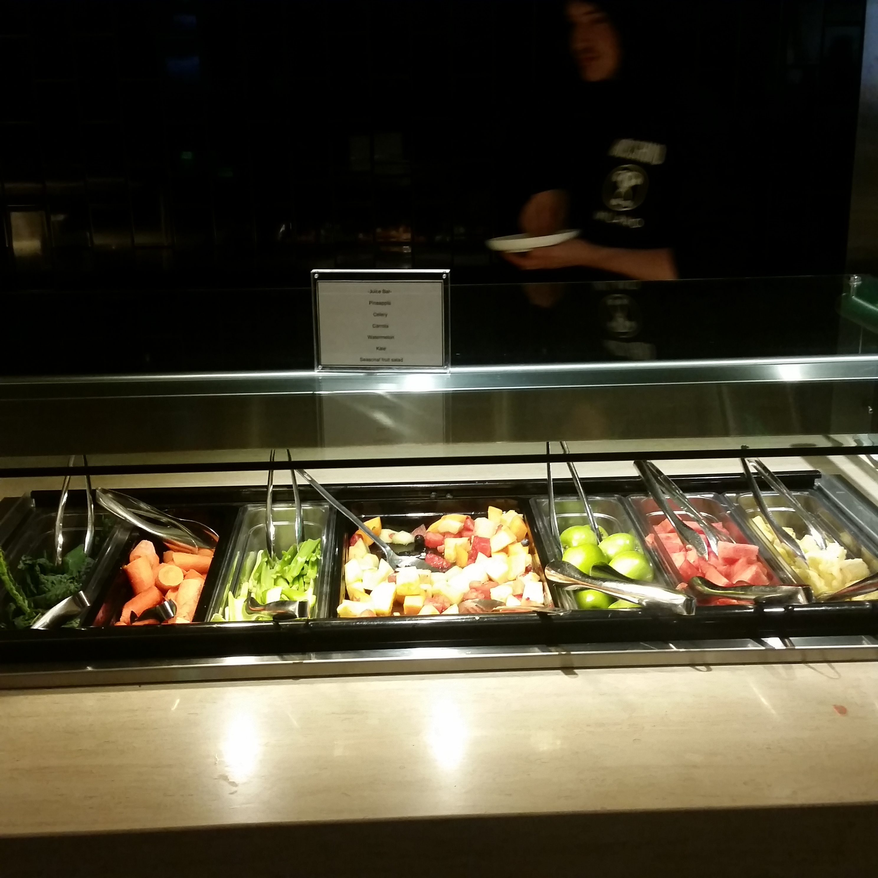Qantas LAX lounge review DIY juice