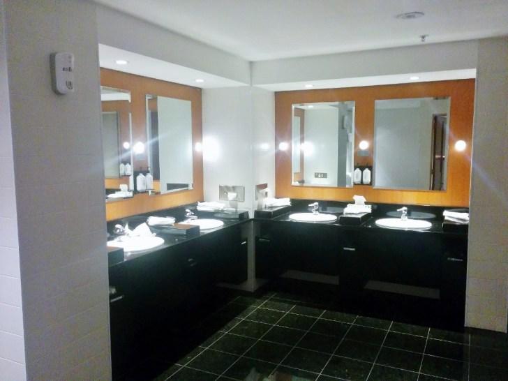 Qantas Auckland Lounge 10